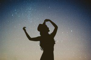 La vie est une danse heureuse, légère, en conscience, à l'instant présent. Etre merveilleusement bien ici et maintenant.