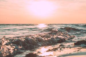 La vague et l'océan, tel un tout en mouvement. Développer ses intuition en prenant conscience des coincidences et en étant attentive au monde.