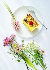 Une table fleurie, propre et une présentation zen donne envie de déguster et de partager un bon repas et être merveilleusement bien !