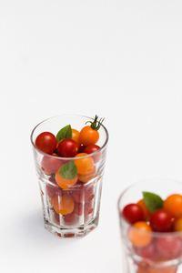 Tomates cerises de toutes les couleurs pour un apéro méditerrannéen savoureux et healthy