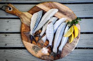 Les poissons gras sont très riches en omégas 3 essentiels au bon fonctionnement de nos membranes cellulaires.