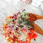 Salade de pois chiches et de graines germées
