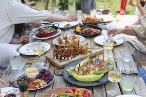 Manger en famille favorise l'échange et l'alimentation en pleine conscience