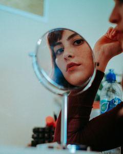 Image de soi et confiance en soi. Maquillage, colorimétrievisagisme, morphologie avec Laura Domangé, Les Coulisses du style, Biarritz